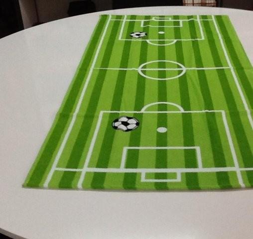 FUSSBALL Handtuch mit Fussballfeldmotiv